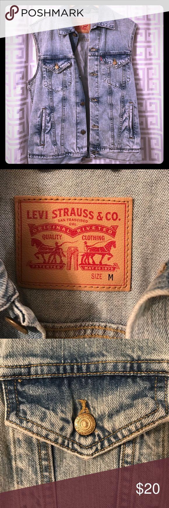 Men's Levi's classic jean vest Men's Levi's classic jean vest size medium Levi's Jackets & Coats Vests