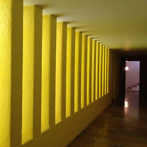 Interiors of the Casa Gilardi by Pritzker laureate Luis Barragán. Photo by archdaily