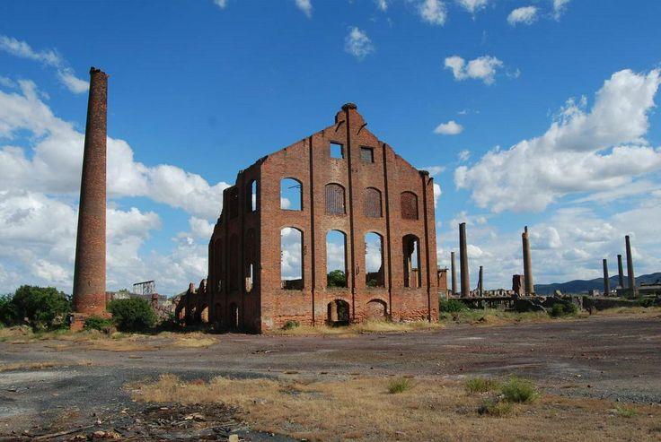 Ruinas de la planta de ácido sulfúrico. Cerco de Peñarroya.