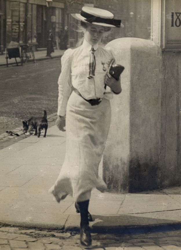 Woman seemingly unaware that she is being photographed: | 13 Photos Of London Street Style From 1905-1908