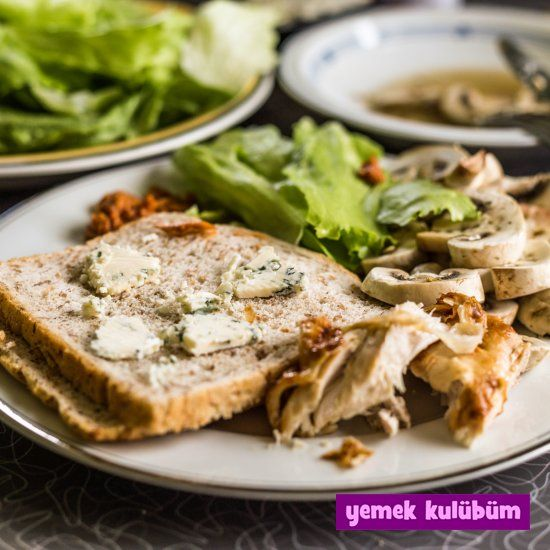 Tavuklu Mantarlı Sandviç nasıl yapılır, resimli Tavuklu Mantarlı Sandviç yapımı yapılışı, Tavuklu Mantarlı Sandviç tarifi, en güzel sandviç tarifleri burada.   #tavuklutarifler #mantarlıtarifler #sandviçtarifi #sandviçtarifleri #tavuklusandviç