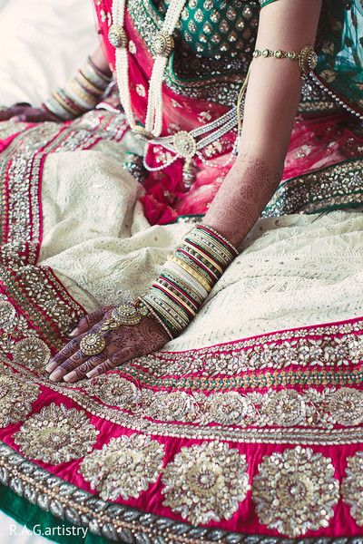 Bridal Lehenga at #Desi #Indian_Wedding, via http://ViyahShaadiNikkah.tumblr.com/ <3