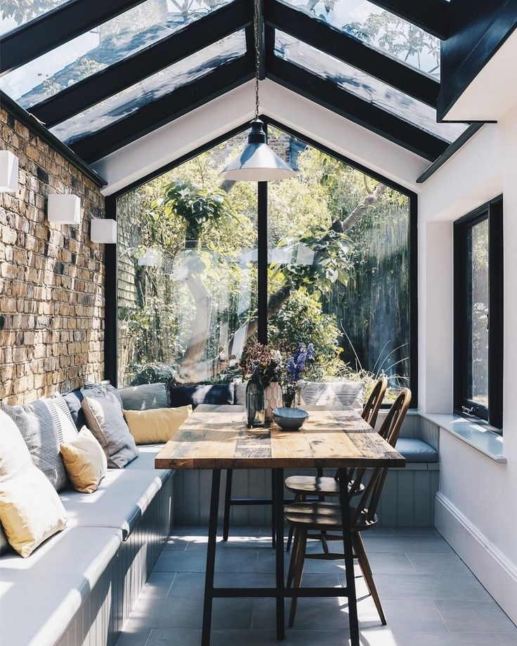 Chic Sunroom And Breakfast Nook Decor And Design Home Decor