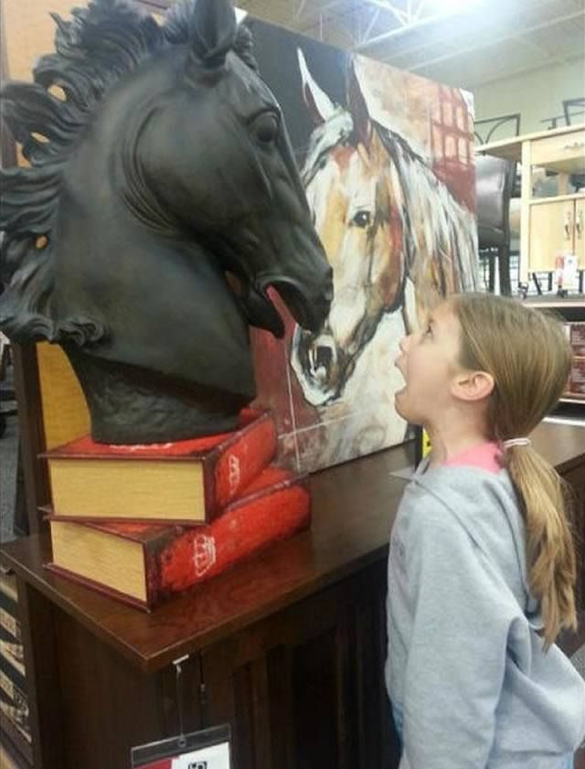 The Surprised Horse 30 Hilarious Pictures Taken With Statues • BoredBug