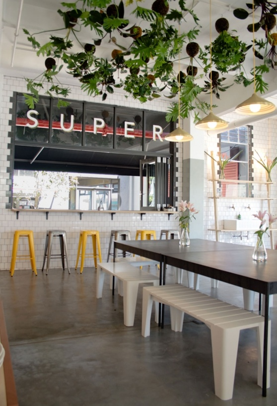 VISI / Articles / Super-sized Superette