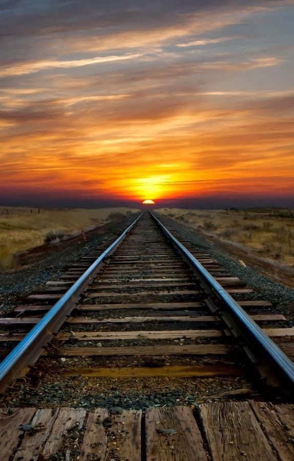 Beautiful Views around the World: Beautiful Sunrise facing the Tracks