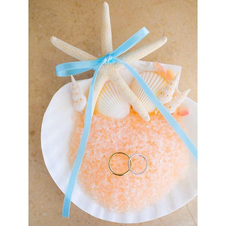 「* Starfish & Shell Ring Pillow * リングピローはハワイに合うテイストのものを使いたいと思い立ち、ヒトデと貝たちでDIYしました! Island Soap & Candle Worksのバスソルトを敷き詰め、リボンでsomething blueを添えて^^ *…」