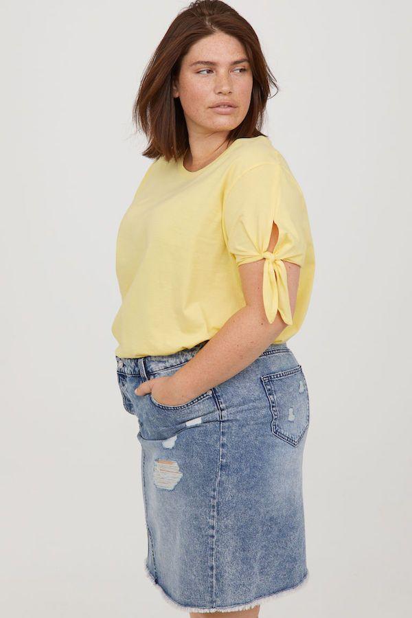f3b715df101 Catálogo H&M Primavera Verano 2018 amarillo y falda de jean ...