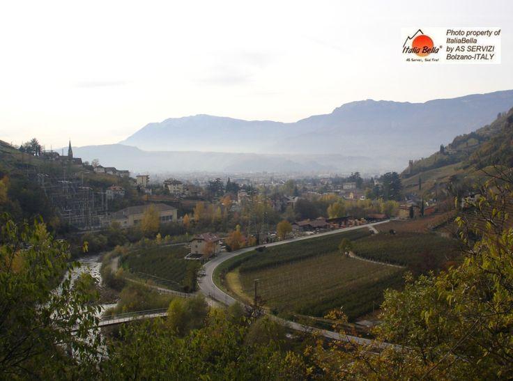 Outono no Tirol do Sul...período de colheita, festas folclóricas e castanhas ...  Desejamos a todos: um BOM DIA!   #dolomitas #citytour #italia #pacotesturisticos