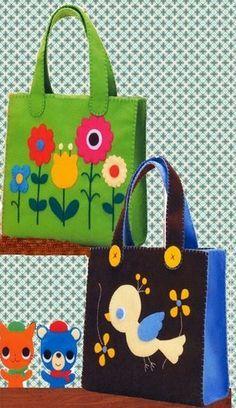"""Vilten tas, deze tas kan je ook zelf maken met 3mm dik acryl vilt als basis en 1,5 mm acryl vilt voor de """"versieringen"""" Kijk voor vilt eens op http://www.bijviltenzo.nl"""