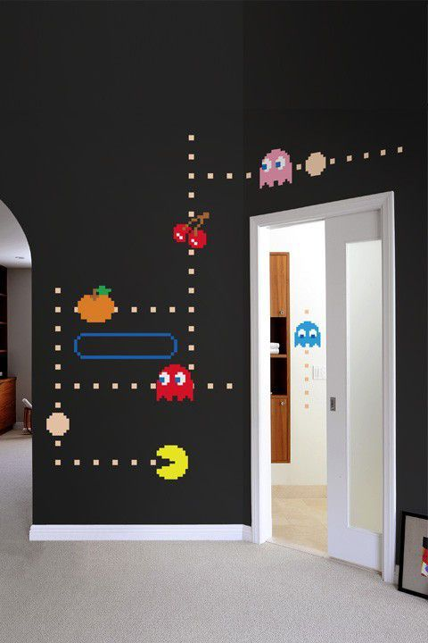 Pac Man wall painting. Cute for a kids room. ( to heck with the kids! I want this in my basement!)