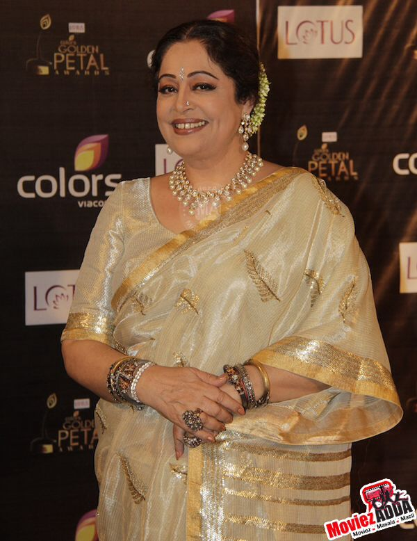Kiron Kher- epitomising Saree and Indian jewellery. Description by Pinner Mahua Roy Chowdhury.