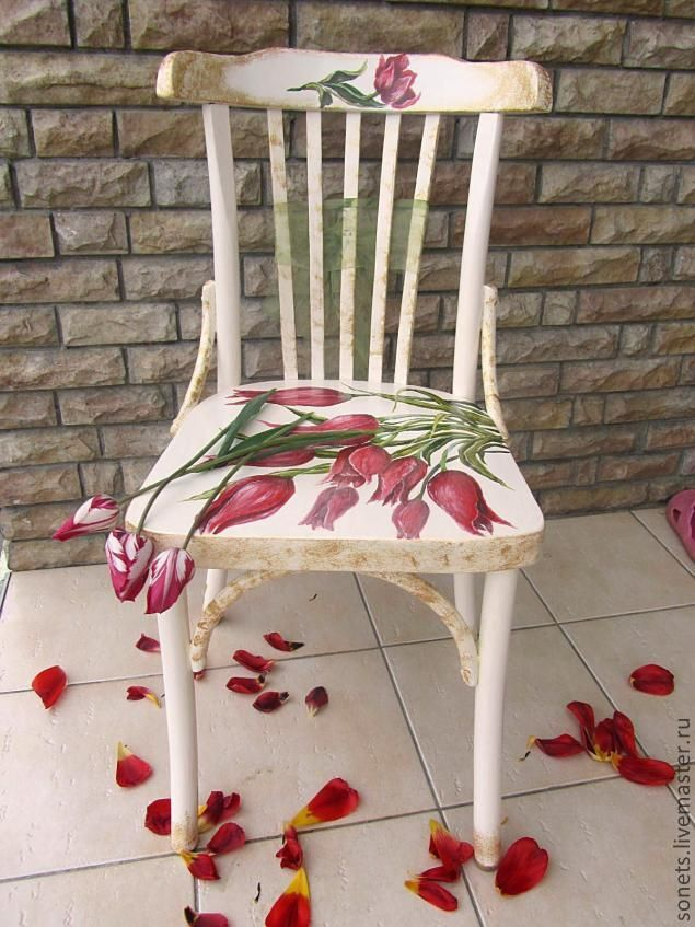 """Silla pintada """"Tulipanes"""" - Very unique, and fun! LeFrenchChateau@etsy.com Love this!!!"""
