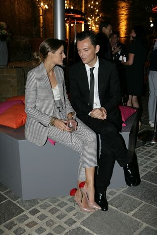 Olivia Palermo.  Loving the shoes.