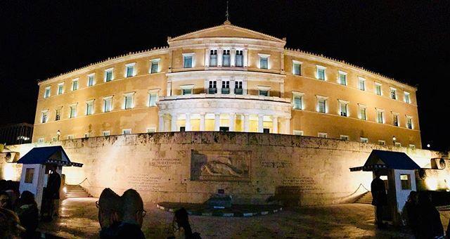 #syntagma #square #athens #athensvoice #athensbound #athenslife #athenslove #Parliament #urbancity #tsolias #bestcity #city #europe #greece #athina #athens #photooftheday #iphonephotooftheday #iphonephotography #phone7plus #lifolife #instaphoto