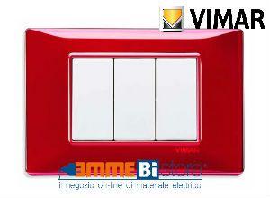 Placca 3 posti Vimar Plana #rosso #reflex 14653.51 #vimar #seriecivile #plana #prezzoplacce #arredare #arredamento #design #illuminazione #interni #emmebistore #placca