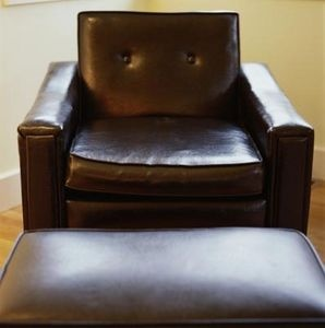 How to Remove Pen Marks From Leather Furniture