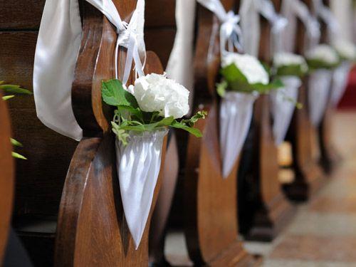 festlicher blumenschmuck für die kirche dekoration kirche kirche deko ...