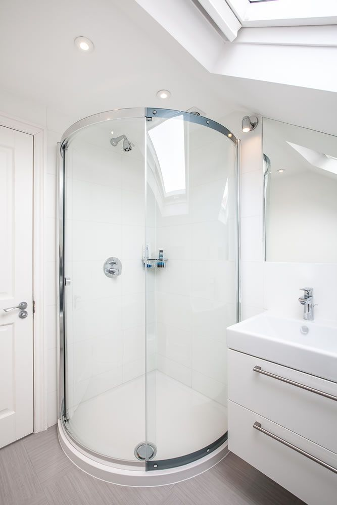 Bathroom In Loft Conversion By Lu0026E (Lofts And Extensions) In Twickenham.  Donu0027