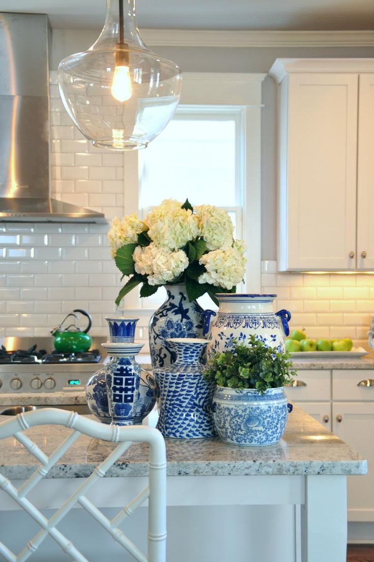 Best 25 white kitchen decor ideas on pinterest kitchen for White and blue kitchen ideas