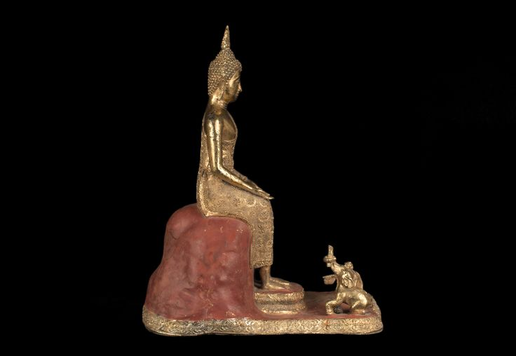 Description Large Bangkok style Thai bronze Buddha, preaching in the Parileyaka forest, attended by animals, lacquer & gilt.  Date 20th century   www.collectorstrade.de