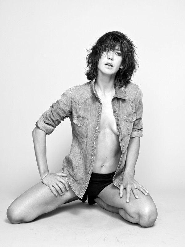 Charlotte Gainsbourg Серия монохромных портретов, снятая фотографом Кейт Барри - старшей из трех дочерей известной англо-французской актрисы и певицы Джейн Биркин. Laetitia…