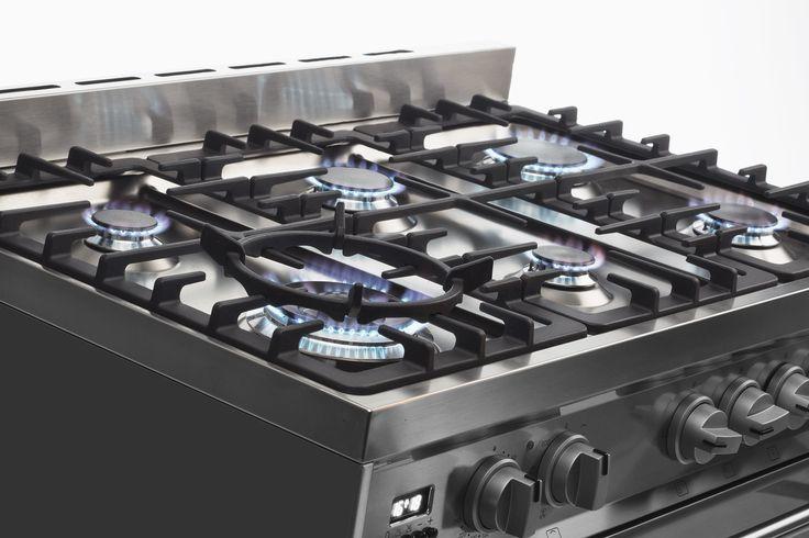 De zes branders van de #Smeg #DS9GMX beschikken allemaal over een groot bereik waardoor zowel een hoog als laag vermogen goed regelbaar is.