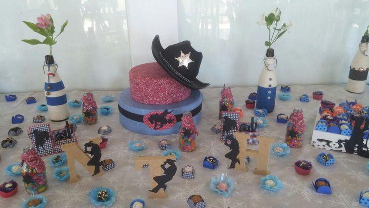 Mesa decorada com doces