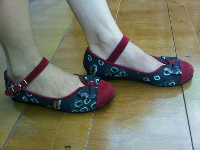 Brenda Jumputan Palembang   #SepatuBatik #BatikShoes #FlatBatikIndonesia #BatikIndonesia #madeinindonesia #outfitoftheday #HandmadeShoes #TokoRayyasti #BatikKawung #BatikMadura #BatikJumputan #BatikGarutan #BatikParang