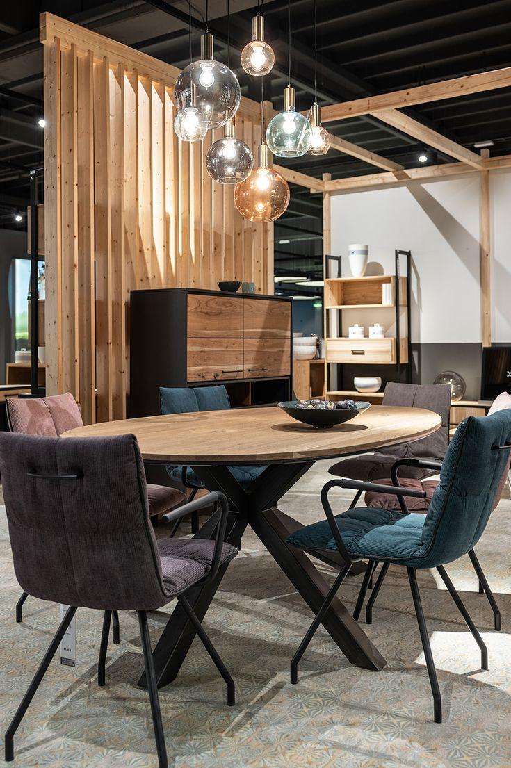 Stillvoller moderner Esstisch in Kombination mit ...