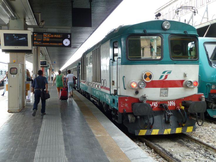 Tren a Stazione di Venezia Santa Lucia in Venezia