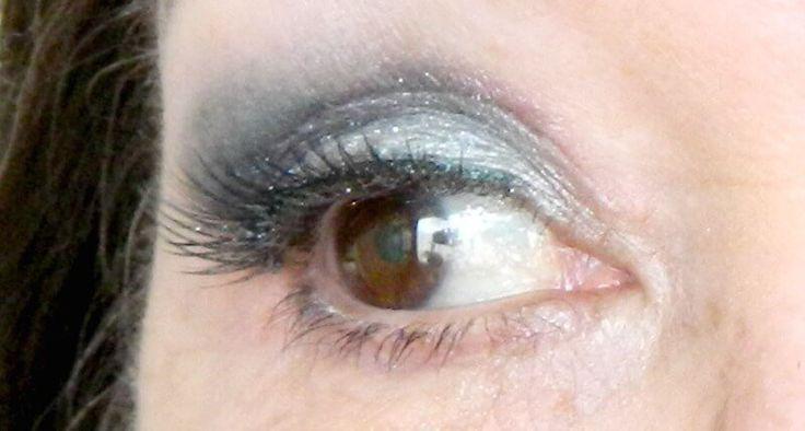 detail oog blauwe oogschaduw