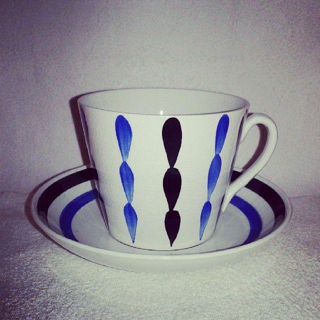 .@herrmovarp | Gefle, modellen är AU, av Percy. Bonny heter den och finns i tre färger och tre storlekar, tekopp, kaffekopp och en ovanlig mellanstorlek, till TV-kopp.| Webstagram