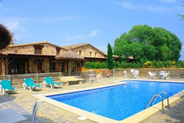 Frontal view of the property and pool of house Paller Mas Estrada