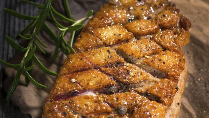 And med blåbær og appelsinsalat er en lækker dansk opskrift af Michelle Kristensen, se flere kødretter på mad.tv2.dk