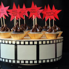Make your Oscar viewing party amazing with these movie star cupcakes, from the Hollywood Party Plan on PartySavvy