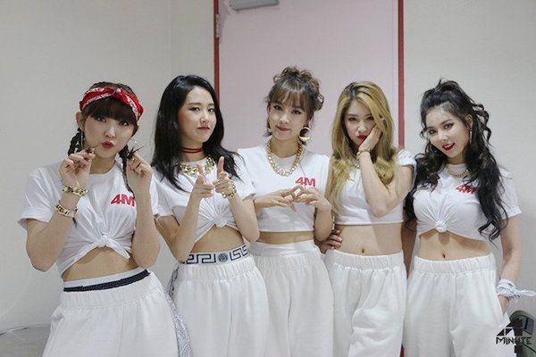 4Minute (from left to right) Sohyun, Gayoon, Jiyoon, Jihyun and Hyuna