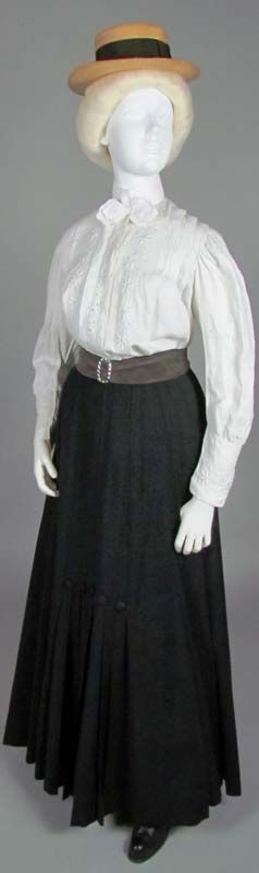 Shirtwaist Ensemble, early 1900s. As common as jeans and a T-shirt today, the everyday outfit of the turn-of-the-century college girl was a skirt, conveniently shorter than then-current fashion dictated, and a shirtwaist. The boater hat, borrowed from menswear like the shirtwaist, was also popular.