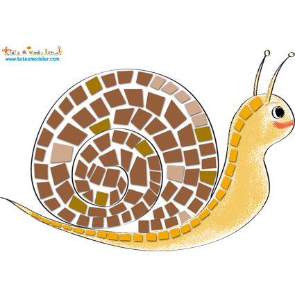 Mosaïque escargot (bouts de papiers colorés sur un dessin d'escargot)