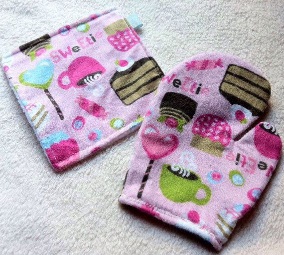 Kids Oven Mitt Set Children and Toddler Sweetie Pie! Girls Girly Pink Sweet Treats Mitt and Pot Holder for Pretend Food or Play Kitchen