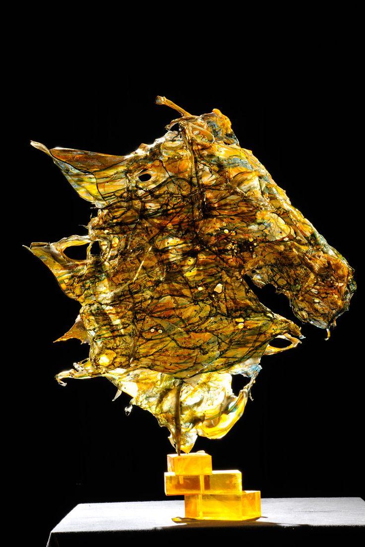 horse cheerful sculpture horse head fusion of polycarbonate - 2010 - 89x120x26 cm Ph. Carlo Mari