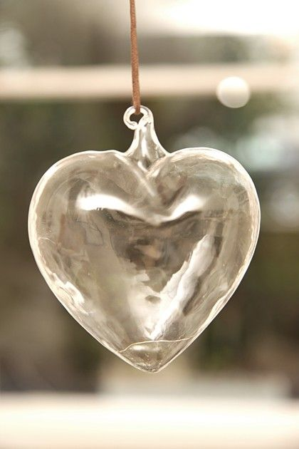 I CAN SEE RIGHT THRU YOUR HEART...IT'S CRYSTAL CLEAR..I FIND NO DECEIT..JUST DON'T LEAVE ME HANGING!