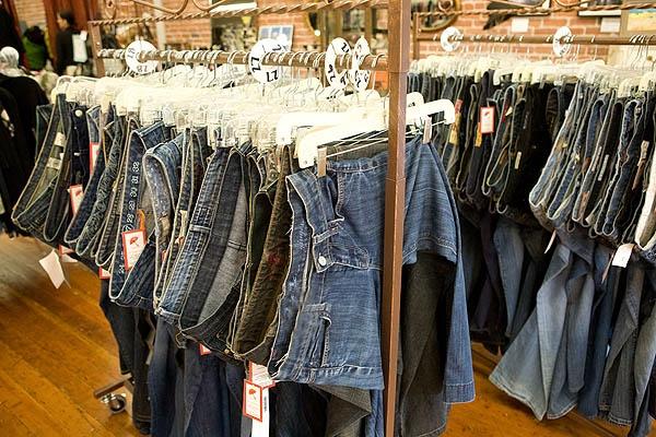 Great Way To Hang Jeans Boutique Critique Pinterest