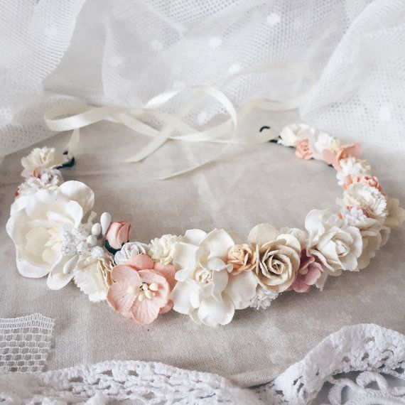 Peach, ivory, vanilla and cream colors in the crown like peach clouds. Due to the flexible design of wreath individually adapts to the shape of the
