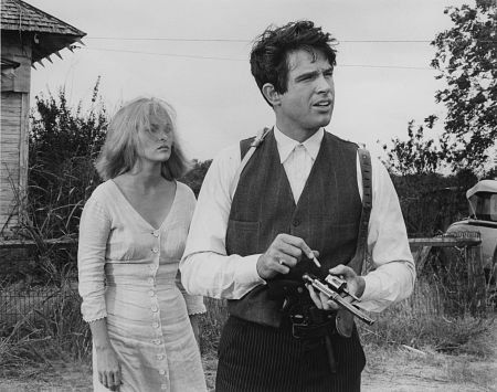 """Warren Beatty (1937- , age 30) as Clyde Barrow and Faye Dunaway (1941 - , age26) as Bonnie Parker in """"Bonnie and Clyde"""", 1967. #actor #still"""