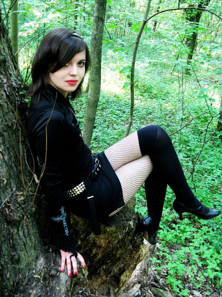 Even Gothic Teen Girls Do Nude Outdoor Exercises