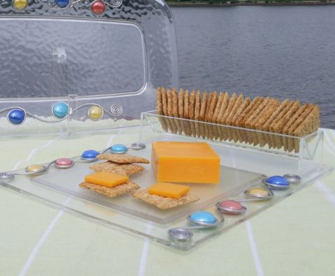 Durable acrylic tray for cheese and crackers. Wrapped with colorful glass stones and tarnish-free aluminum wire. Hand wash.