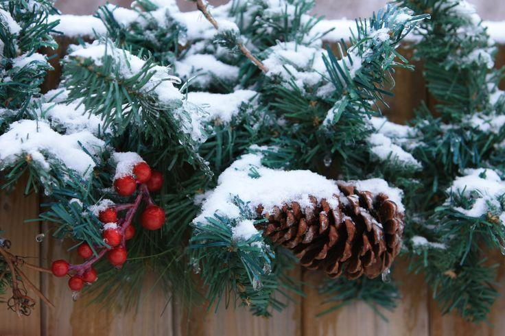 Garland w/ pine cone
