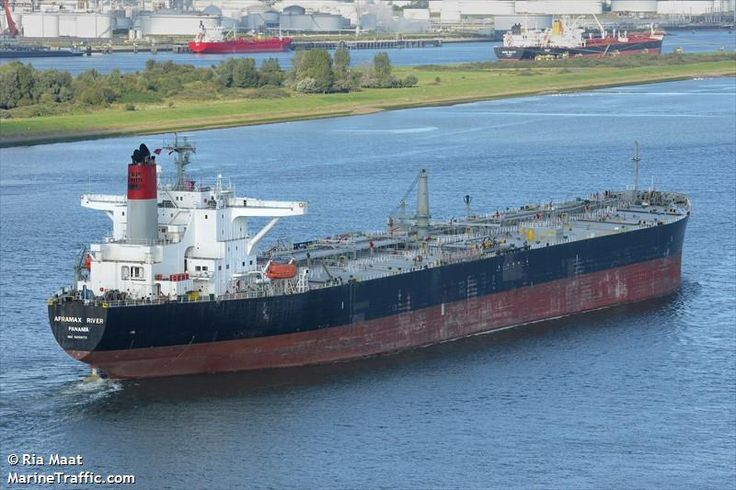 The crude oil tanker AFRAMAX RIVER passing Maassluis, outbound from Rotterdam-Europoort