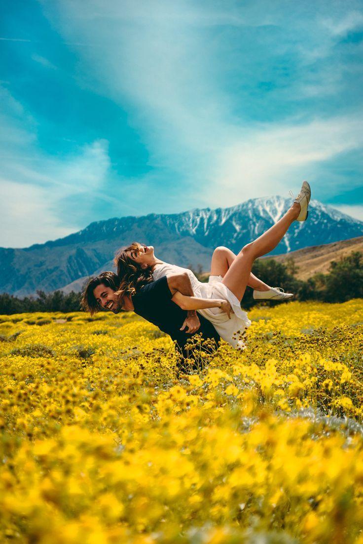 Away landet in der kalifornischen Wüste. Gemeinsam reisende Paare bleiben zusammen